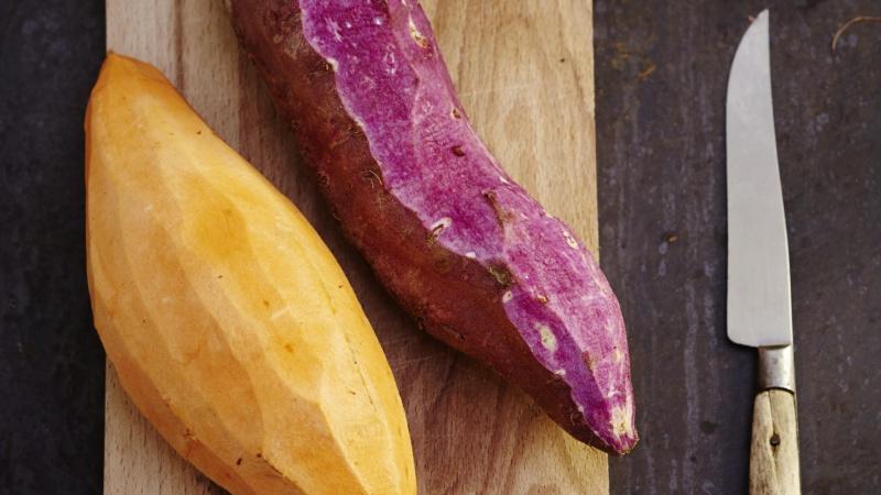 Patates douces épluchées